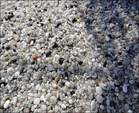 White Beach Pebble Pure Silica